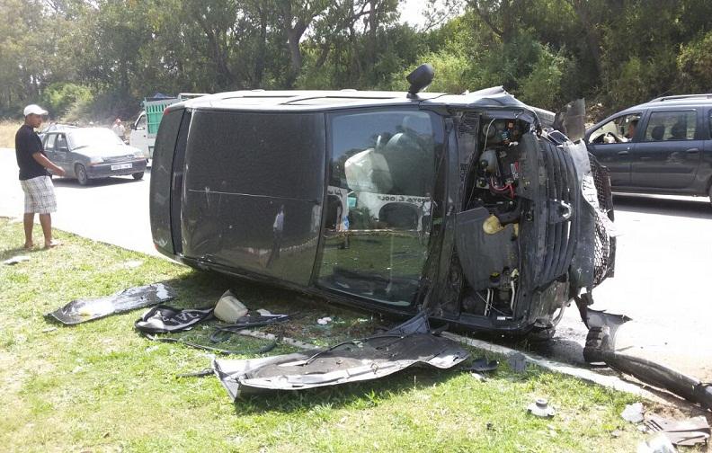 جرحى في حادثة اصطدام  بين سيارتين قرب الكولف الملكي بالجديدة + صور