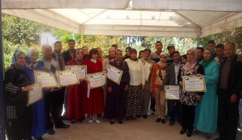قدماء تلاميذ مجموعة مدارس الحوزية يكرمون أساتذتهم السابقين