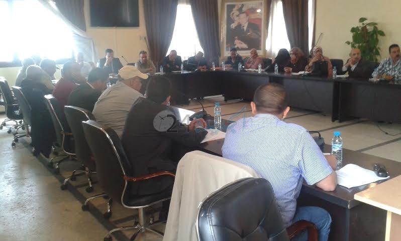 الأغلبية ببلدية البئر الجديد تمنع المواطنين من متابعة أشغال دورة ماي العادية