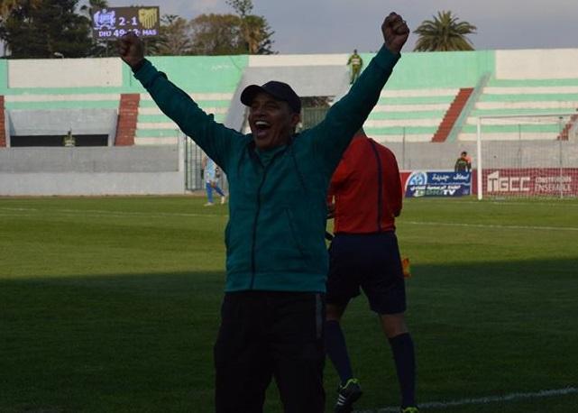 رسميا.. المدرب عبد الرحيم طالب يمدد عقده مع فريق الدفاع الجديدي