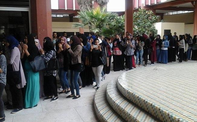 طلبة كلية الآداب بالجديدة غاضبون من توقيت الامتحان و يطالبون بالتأجيل