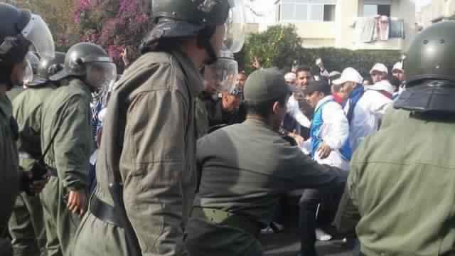 اصطدام عنيف في الجديدة بين الشرطة وعنصر من القوات المساعدة 