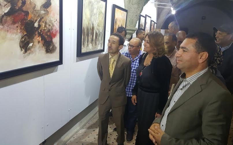 ''تجليات أنثوية'' في معرض الفنانة التشكلية زهور معناني بالحي البرتغالي