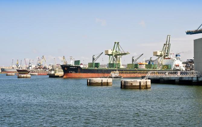 أوربا تصدر 2500 طن من النفايات إلى المغرب عبر ميناء الجرف الأصفر
