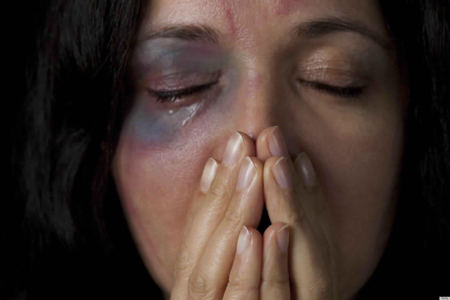 سيدة بالجديدة تتهم زوجها بتعنيفها وتهديدها بالقتل