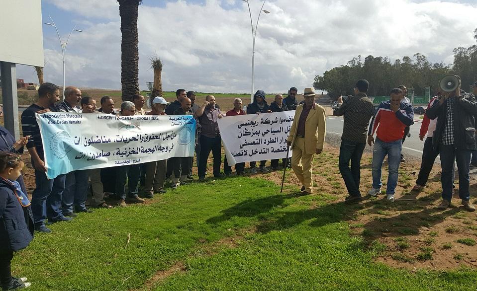 مستخدمون في منتجع مازغان يحتجون على 'طردهم التعسفي' ويلجئون الى القضاء
