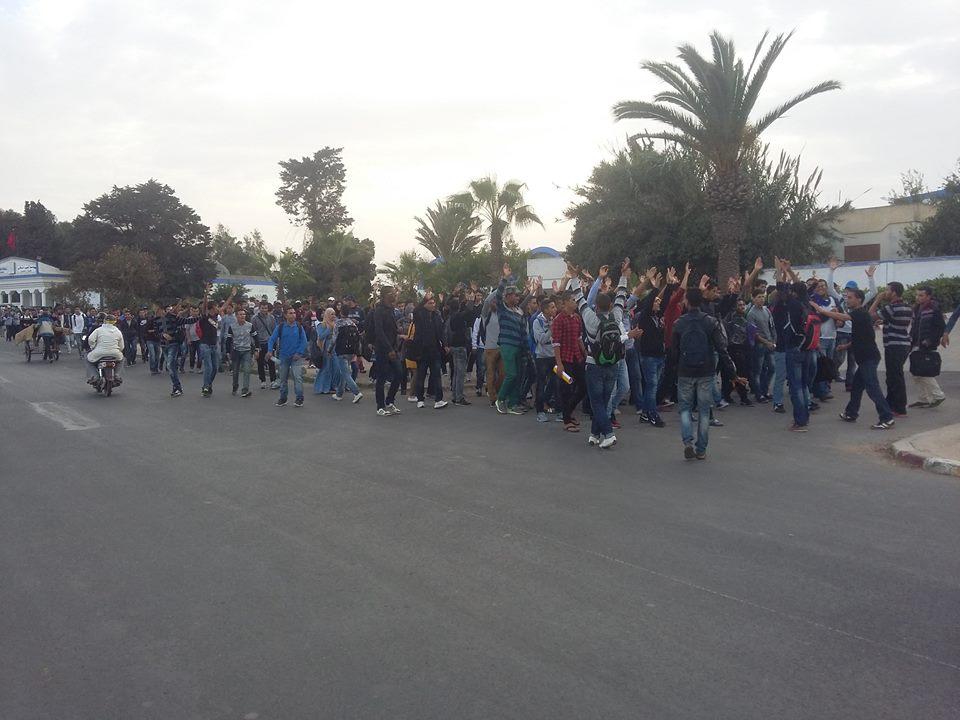 طلبة جامعة شعيب الدكالي يحتجون على أزمة النقل الحضري
