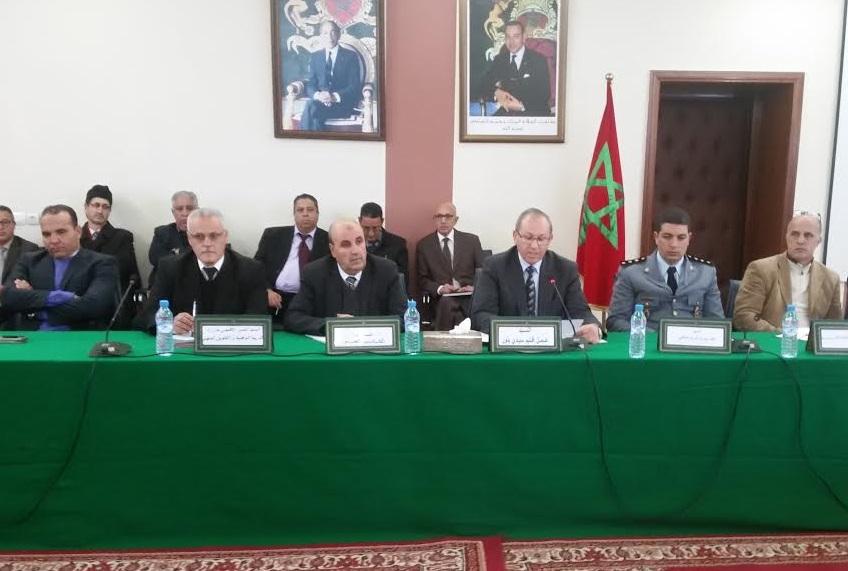 عامل إقليم سيدي بنور يترأس لقاء تواصليا حول قضايا التعليم ويتعهد بتنظيم 'يوم تضامني' مع القطاع