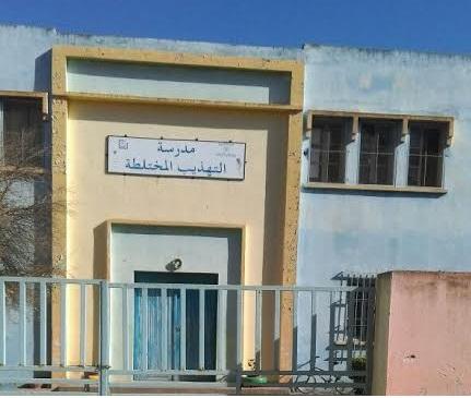 أب تلميذ يقتحم مدرسة ابتدائية بمدينة البئر الجديد ويعتدي على استاذة بالضرب