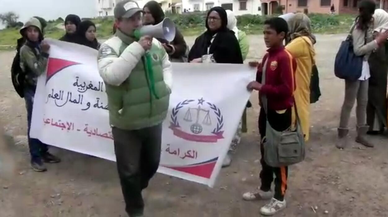 تنظيم وقفة أمام إعدادية المصب بازمور احتجاجا على استاذ لمادة الرياضيات