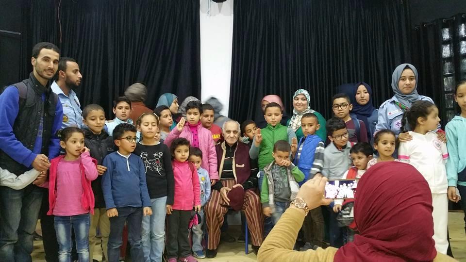 الفنان عبد الرؤوف بقاعة دار الشباب حمان الفطواكي لتقديم عرض فكاهي