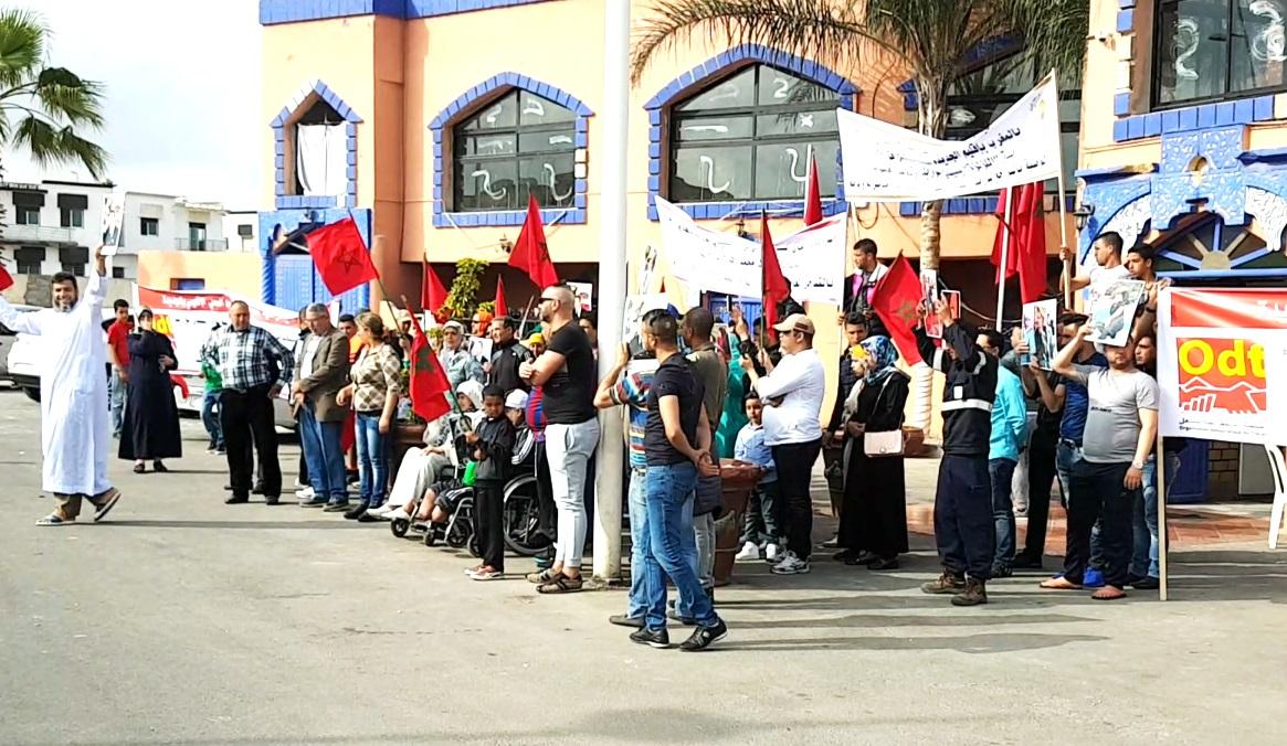 مستخدمون يهددون بإحراق أنفسهم أمام فندق ''اللؤلؤة'' بمنتجع سيدي بوزيد + فيديو