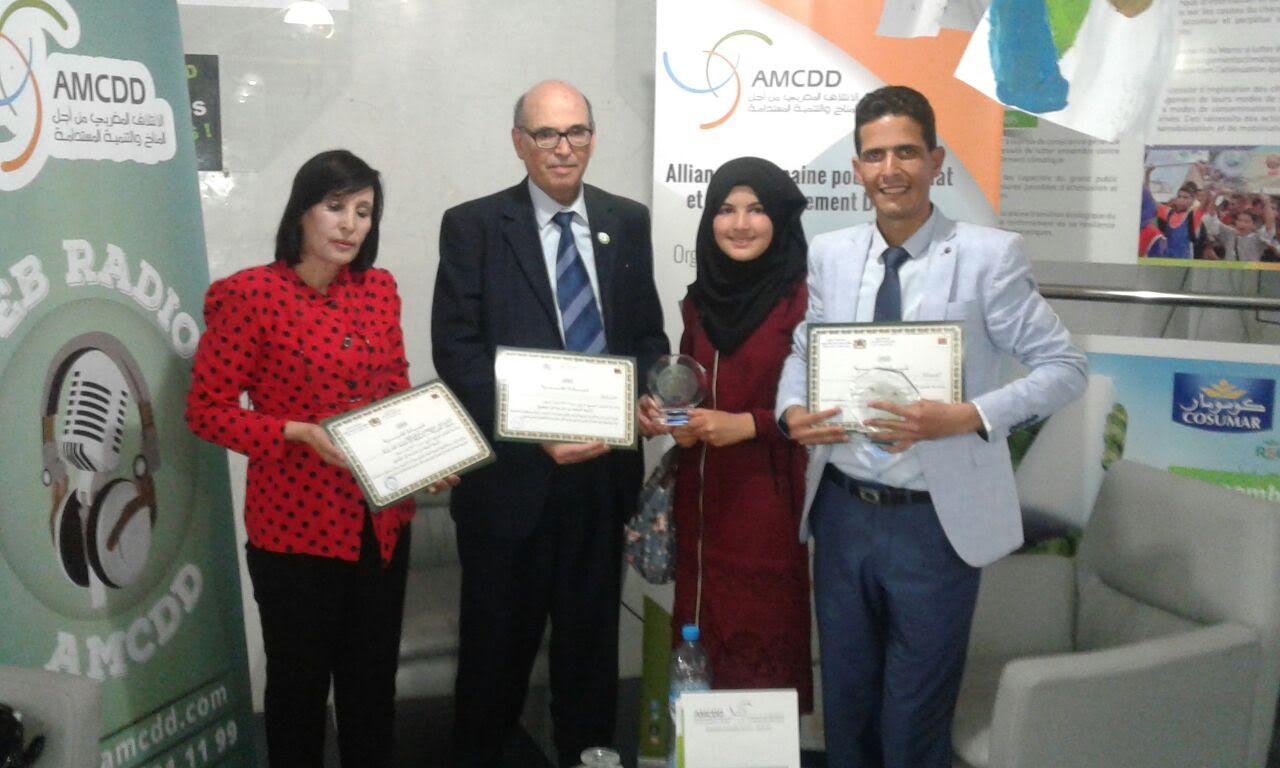 المنسقة الاقليمية لبرنامج البيئة والتنمية المستدامة والصحافيون الشباب يحصدون جوائز البيئة بالمنتدى الجهوي للبيئة بالبيضاء