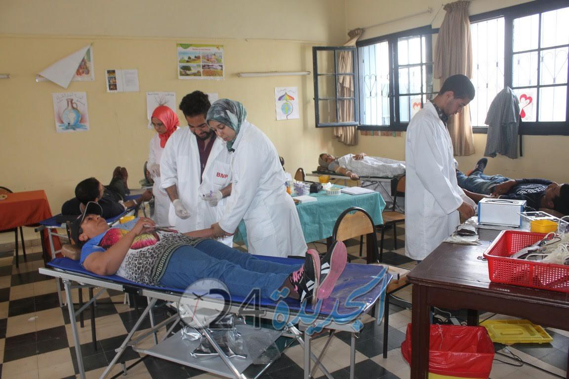 بالصور و الفيديو.. حملة للتبرع بالدم أبطالها تلاميذ مؤسسة أم الربيع الخاصة بالجديدة