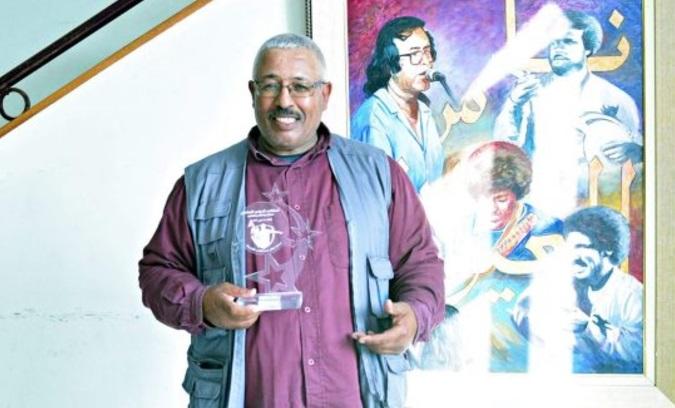 تكريم الاستاذ عبد القادر بادو على هامش الملتقى الدولي السادس للحكام بالجديدة