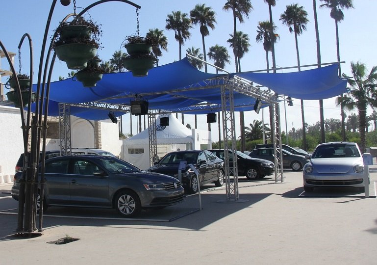 بالصور والفيديو.. تنظيم معرض لسيارات الفولسفاكن بساحة الامم المتحدة بالجديدة