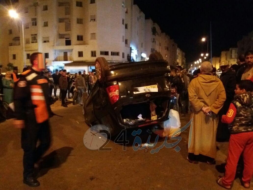 شاهد بالصور.. انقلاب سيارة في حادثة سير بوسط الجديدة
