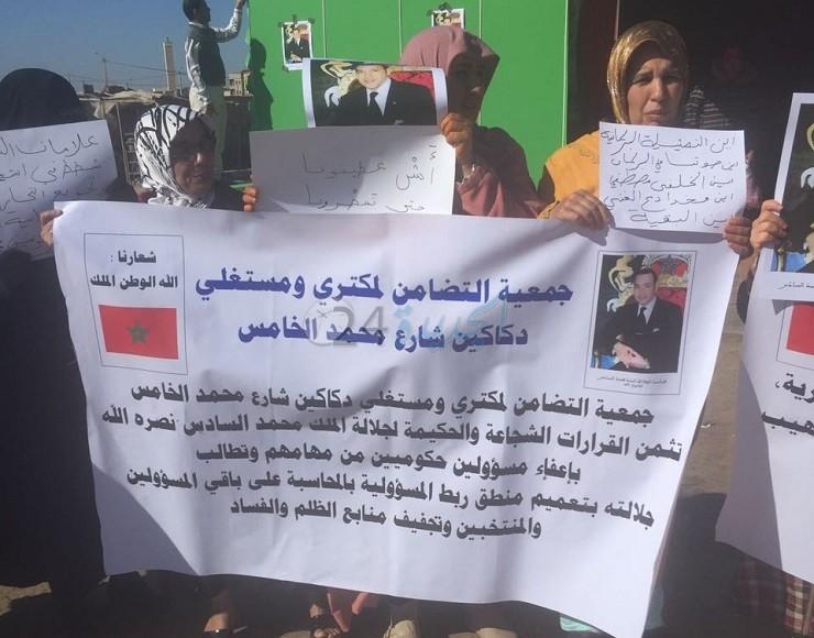 احتجاج تجار شارع محمد الخامس بالزمامرة على وضع علامات التشوير