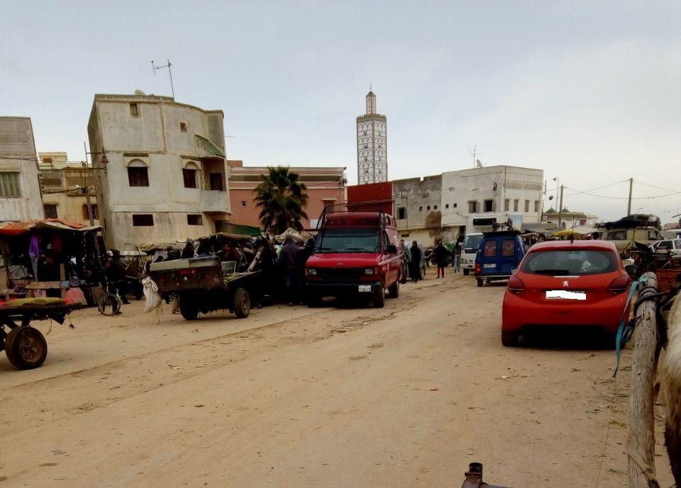 مواطنون بالزمامرة يطالبون بتطهير شارع الجيش الملكي من العربات المجرورة