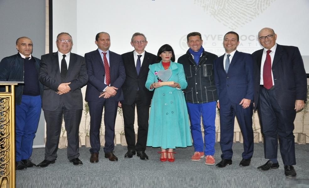 مديرة مدرسة الحوزية تفوز بجائزة ''ارض النساء'' لمؤسسة ''ايف روشي'' الفرنسية في نسختها التاسعة بمراكش