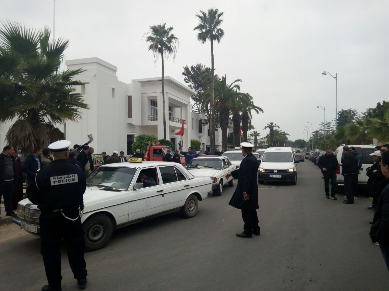 إضراب إنذاري للطاكسيات الكبار يوم الأربعاء 21 مارس والتلويح بتحويل الاحتجاج إلى مسيرة في اتجاه الرباط
