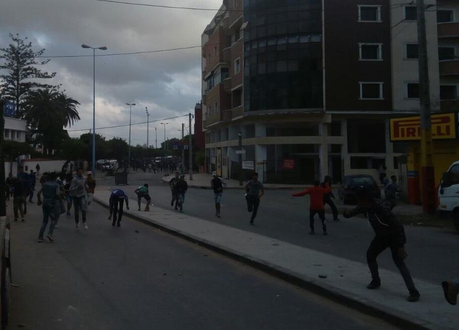 بالصور والفيديو.. مواجهات واعتقالات واصابات بعد نهاية مبارة الدفاع الجديدي والرجاء