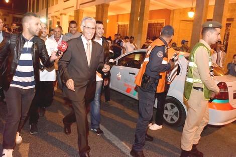 الداودي.. أول وزير في العالم يتظاهر أمام البرلمان ضد الحكومة وضد الشعب