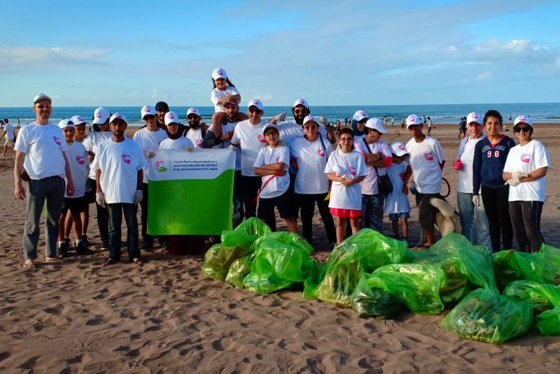 جمعويون ينظمون حملة نظافة بشاطئ الجديدة
