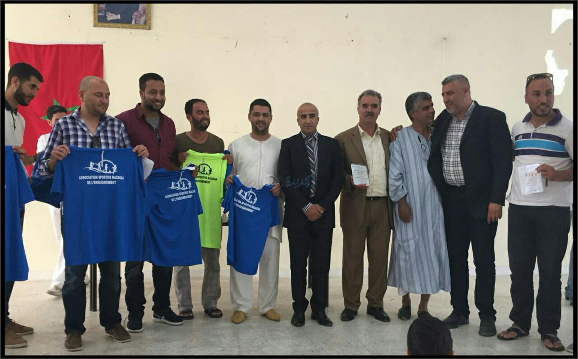 بالصور.. حفل تسليم الجوائز للفرق المتوجة بالدوري الرمضاني لكرة القدم لرجال التعليم بالجديدة