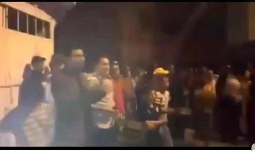 استشراء الجريمة وانعدام الأمن بأزمور يخرج المواطنين للتظاهر في مسيرة احتجاجا على البوليس + فيديو