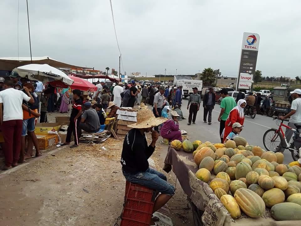 السلطات المحلية تزيل السوق الاسبوعي لمدينة ازمور رغم احتجاجات التجار
