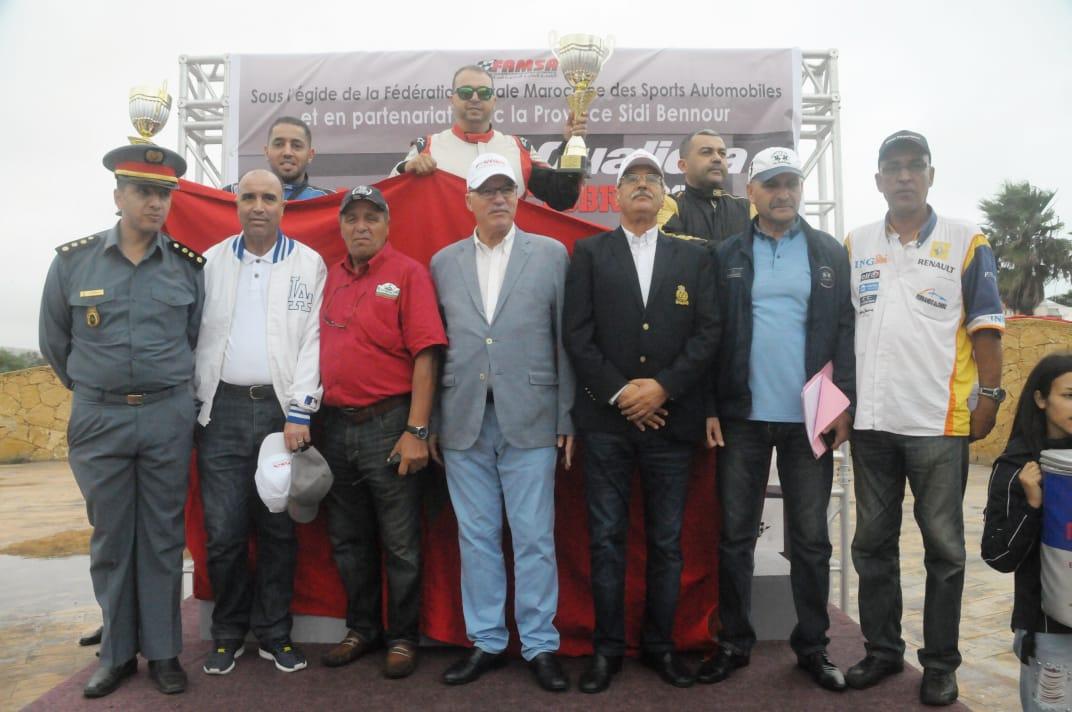 بالصور.. عامل سيدي بنور يتوج الفائزين في سباق السيارات المنظم بالواليدية