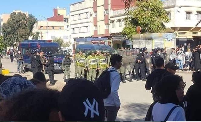 احتجاجات التلاميذ بالجديدة.. اصابة شرطي في اعتداء بالحجارة والأمن يوقف 10 تلاميذ من اجل التحقيق