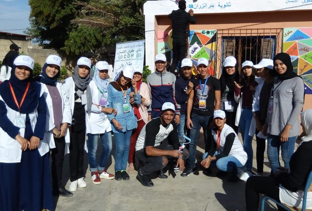 نادي حقوق الإنسان بثانوية بئر انزران بالجديدة ينظم ورشة فنية للصباغة والأعمال اليدوية