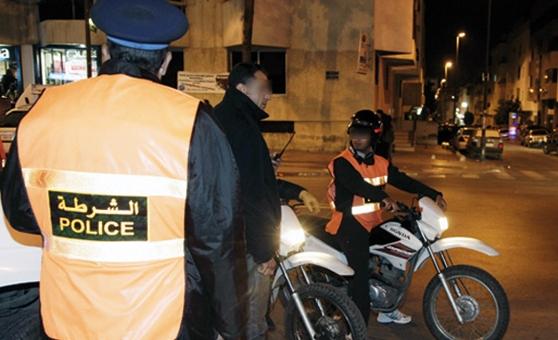 عناصر أمن الجديدة توقف سائق سيارة حاول تصوير شرطي المرور
