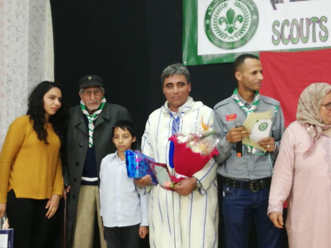 تكريم الفاعل الحقوقي والجمعوي حسن حاتمي على هامش تأسيس فرع منظمة كشافة سفراء السلام بالجديدة