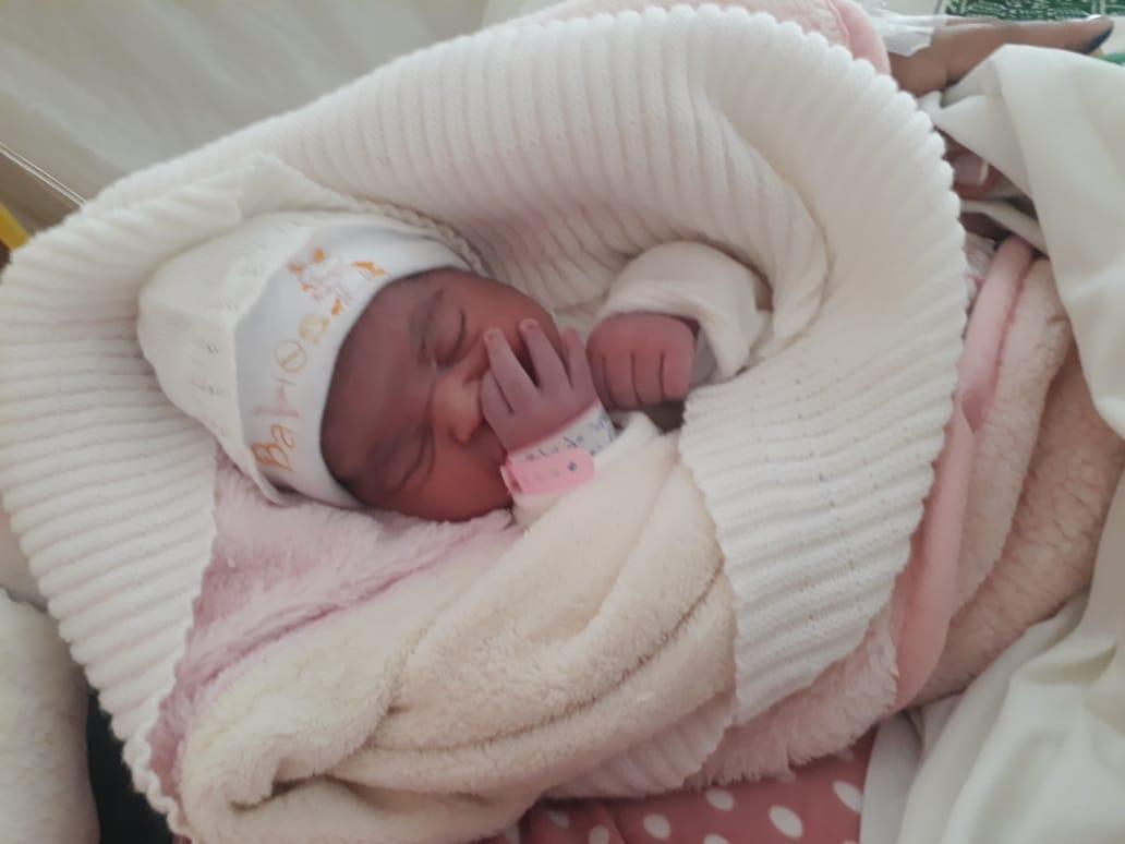 مولودة جميلة تُنير بيت سعيد عشوي