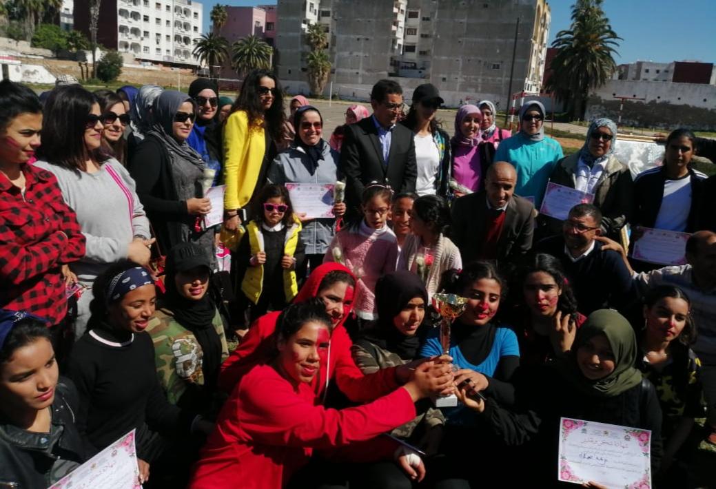 المدير الإقليمي للتعليم بالجديدة ''يلقي الورود'' على نساء التعليم في اليوم العالمي للمرأة