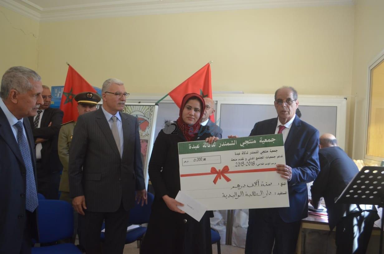 عامل سيدي بنور يترأس حفل توزيع معدات على منتجي الشمندر ومنح مالية لجمعيات خيرية