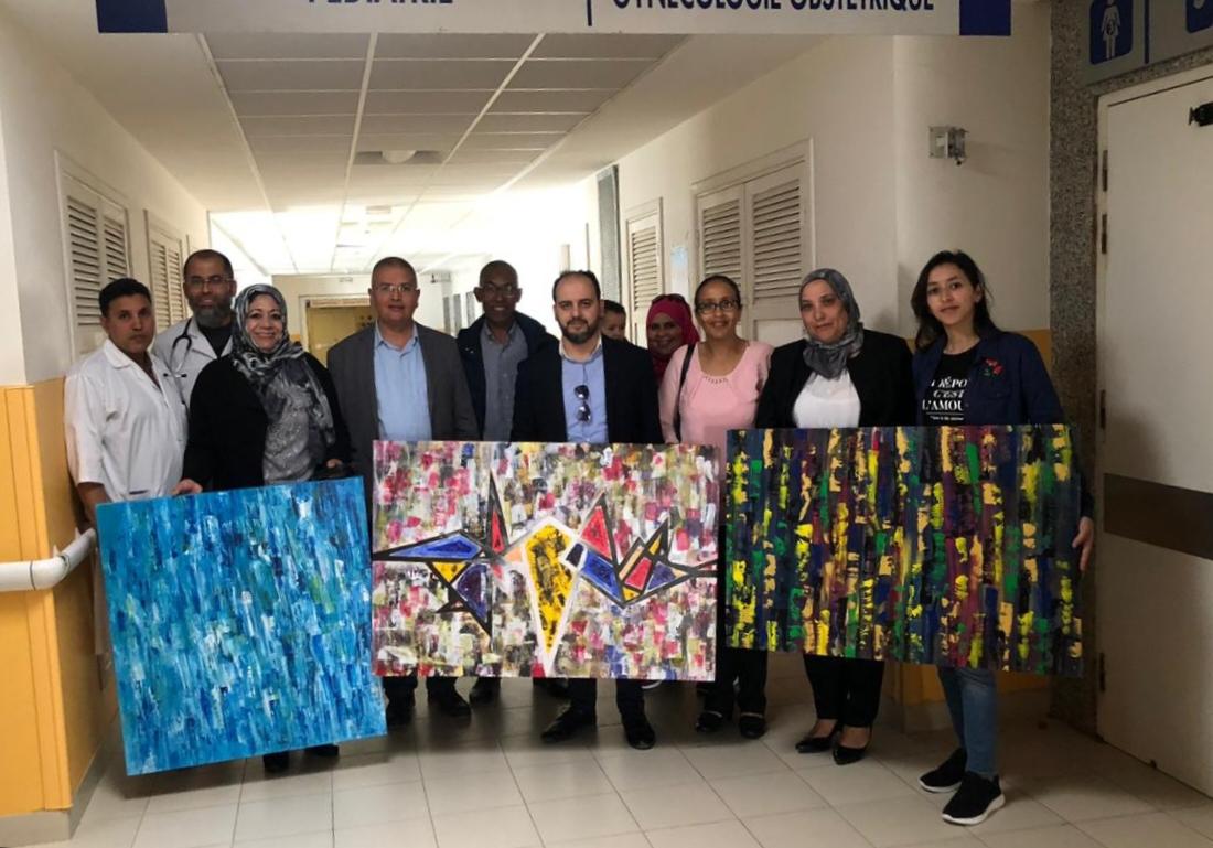 الفنانة التشكيلية شيماء جوالي تتبرع بلوحات تجريدية لمستشفى محمد الخامس بالجديدة