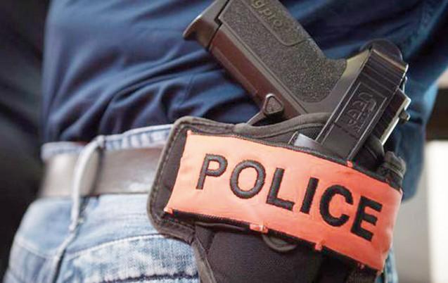 مواطن يتهم شرطيا بالجديدة بتهديده بسلاحه الوظيفي ويطالب الإدارة العامة للأمن الوطني بفتح تحقيق