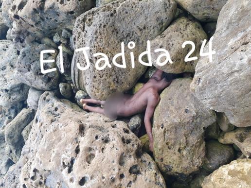 عاجل.. العثور على جثة عارية لرجل بين الصخور بمنطقة ''الكاب'' بالجرف الأصفر