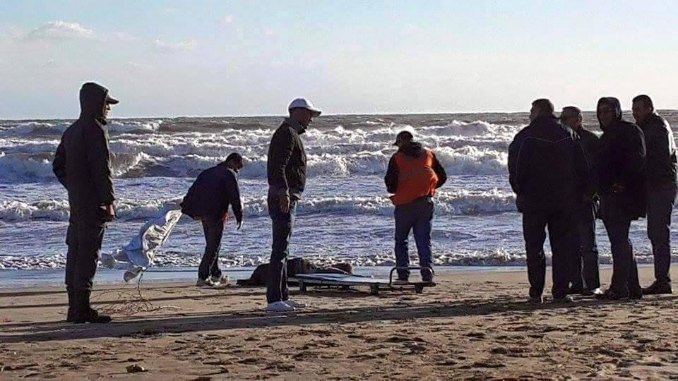 المحيط الأطلسي يلفظ جثة امرأة متحللة على شاطئ الحوزية بإقليم الجديدة