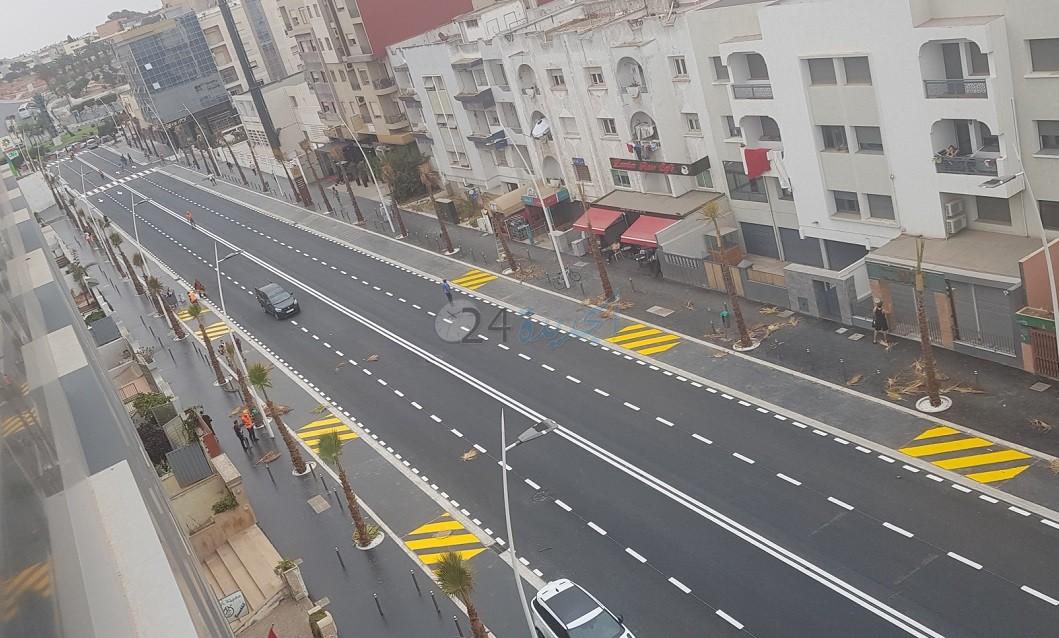 شاهد بالصور.. انتهاء الاشغال بشارع النخيل بالجديدة وافتتاحه خلال ساعات