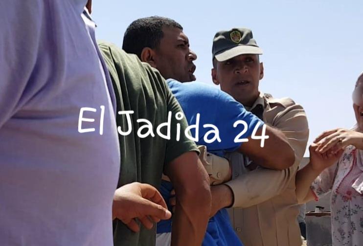 شاب يعتدي على قائد الوليدية بواسطة ''بينسا'' أثناء حملة لهدم البناء العشوائي