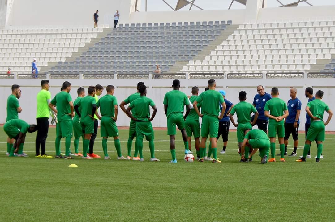 الدفاع الحسني الجديدي يجري آخر حصة تدريبية قبل مباراة طنجة