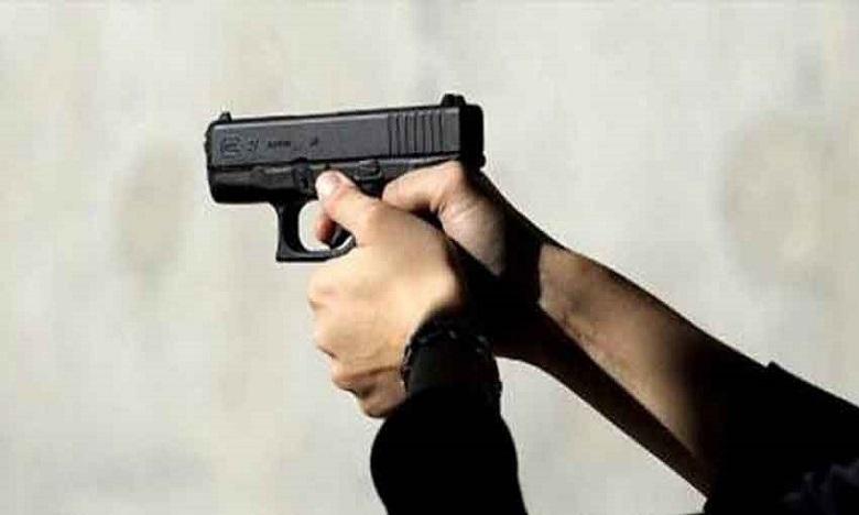 شرطي يشهر سلاحه الوظيفي لتوقيف مجرم حاول الاعتداء بسيف على شاب وفتاة في الشارع العام بالجديدة