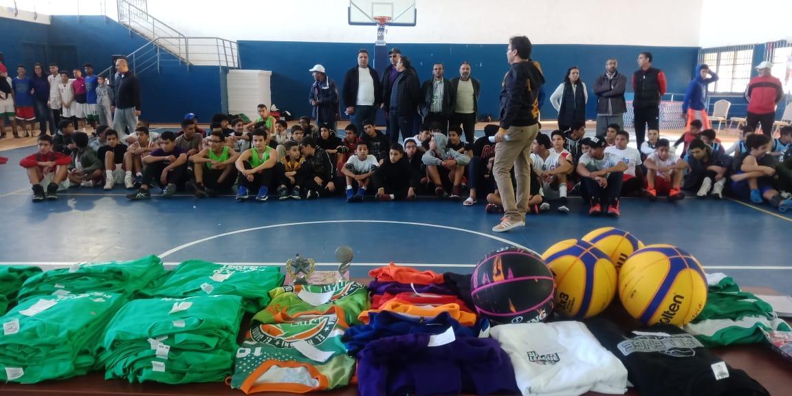 اسدال الستار عن الدورة التكوينية لكرة السلة 3×3  من تنظيم نادي الدفاع الحسني الجديدي لتنمية كرة السلة