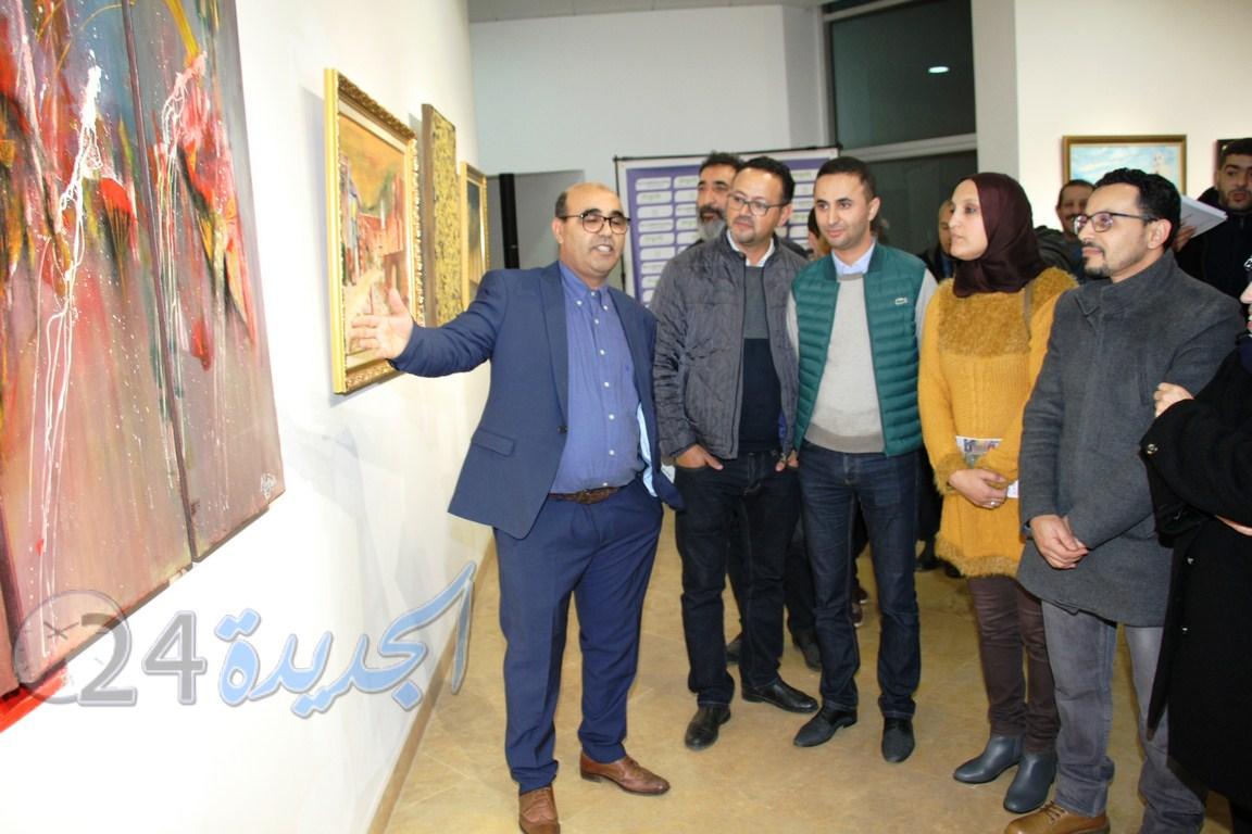 الفنان التشكيلي رشيد نجار يعرض لوحاته الفنية بالمركب الثقافي التابع للفوسفاط بالجديدة