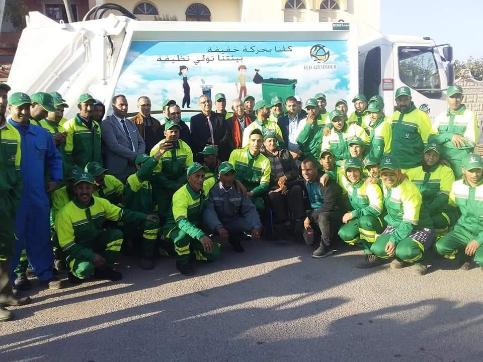 بالصور.. إعطاء الانطلاقة الرسمية لشركة النظافة الجديدة بآزمور بقيمة 900 مليون سنتيم سنويا
